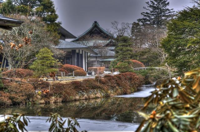 江戸時代の日本庭園「逍遥園」からの宝物殿